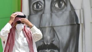 فيروس كورونا: أول حالة وفاة في البحرين وتعطيل الدوائر الحكومية سعودية